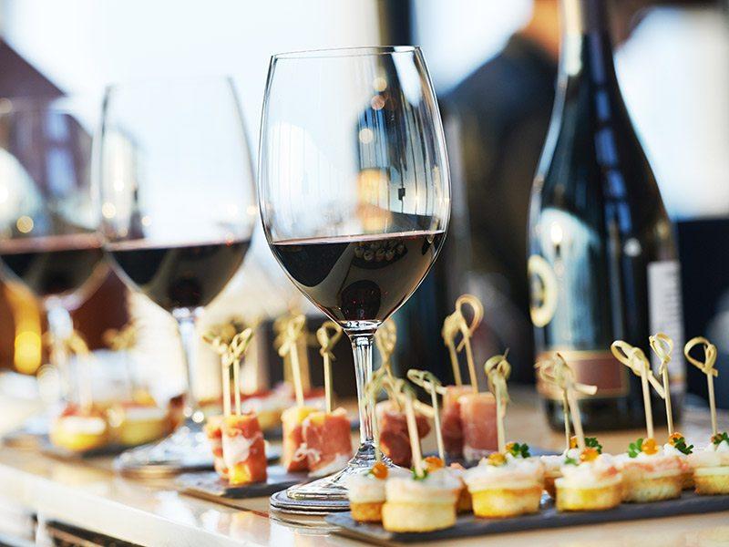 8 principais bebidas para servir em casamentos