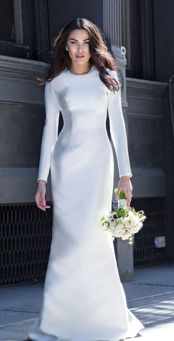 Vestido de noiva liso e longo