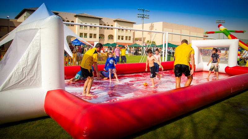 Futebol de sabão na festa de verão