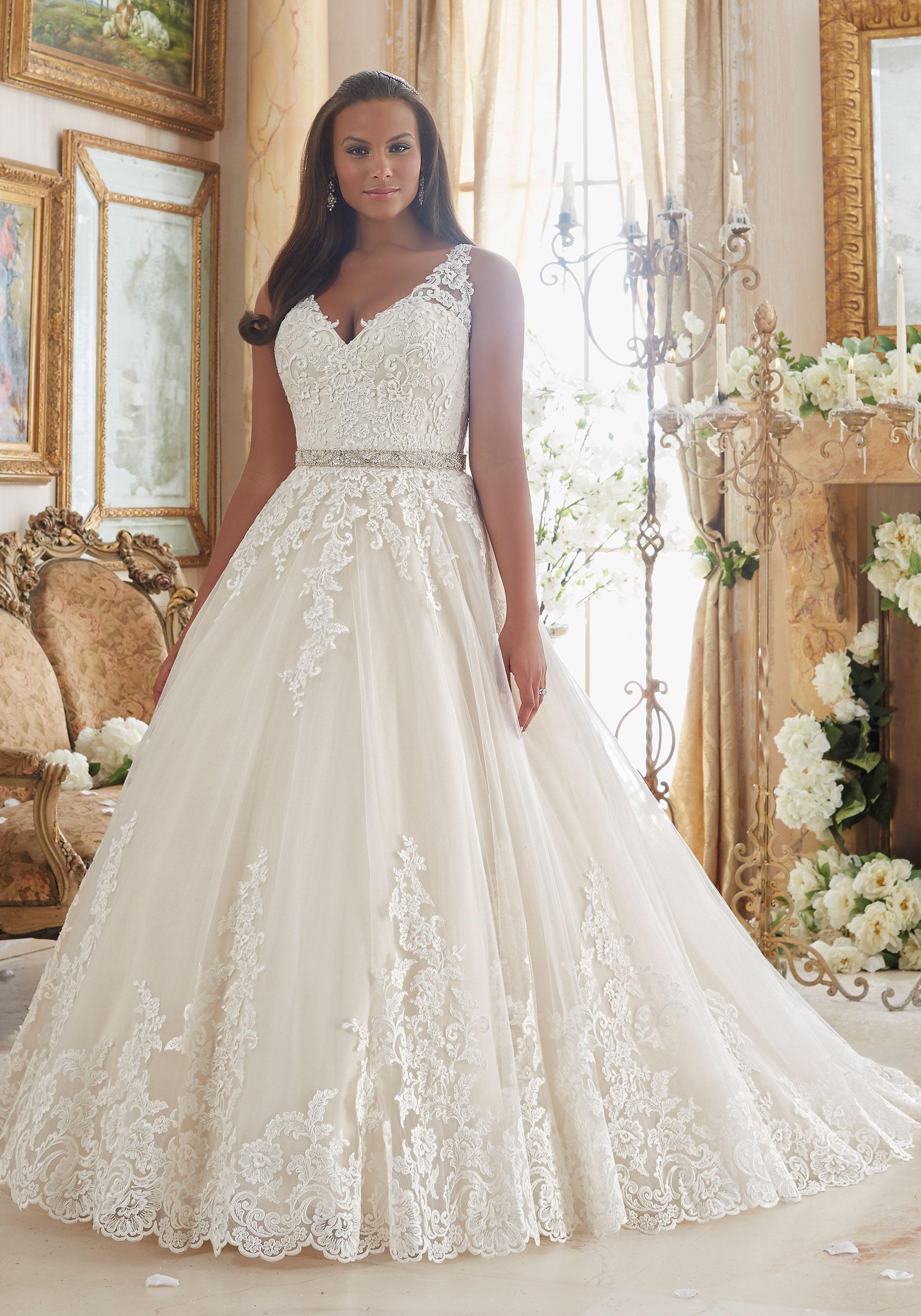 Vestido de noiva plus size com decote V