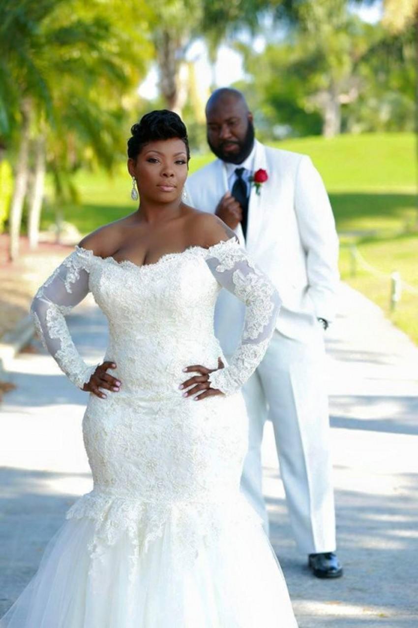 Vestido de noiva curto com decote redondo
