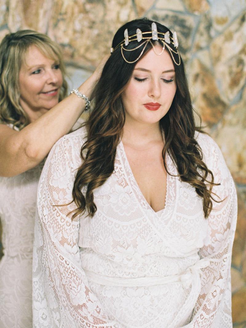 Vestido de noiva plus size com mangas compridas