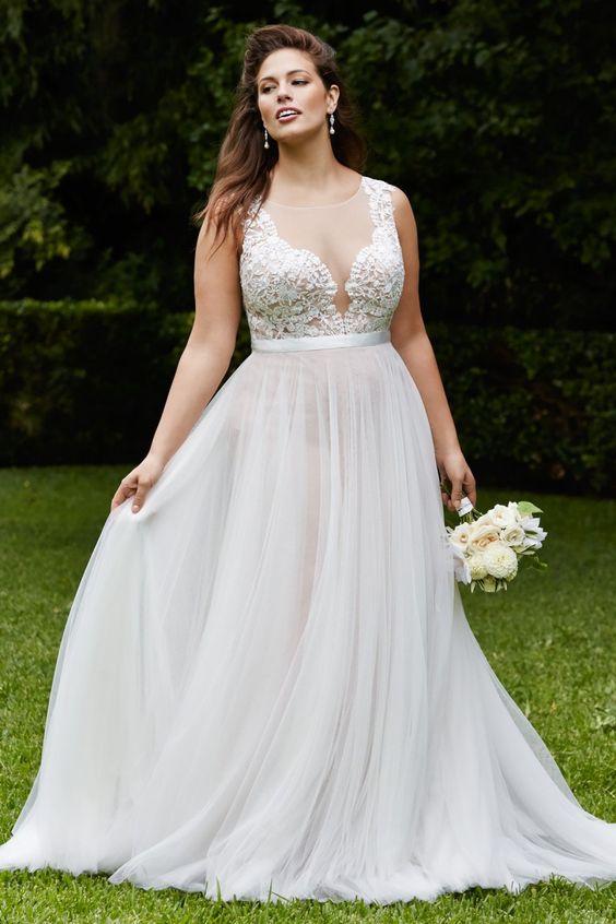 Vestido de noiva plus size com transparência no decote