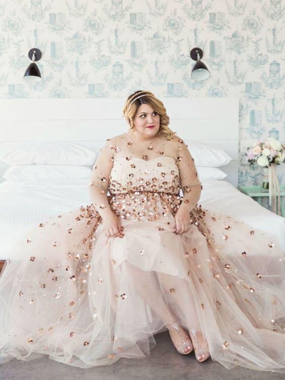 Vestido de casamento plus size com transparências