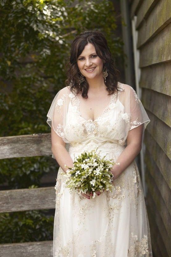 Vestido de noiva plus size com mangas transparentes