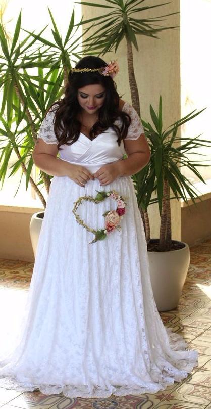 Vestido de casamento plus size com mangas curtas