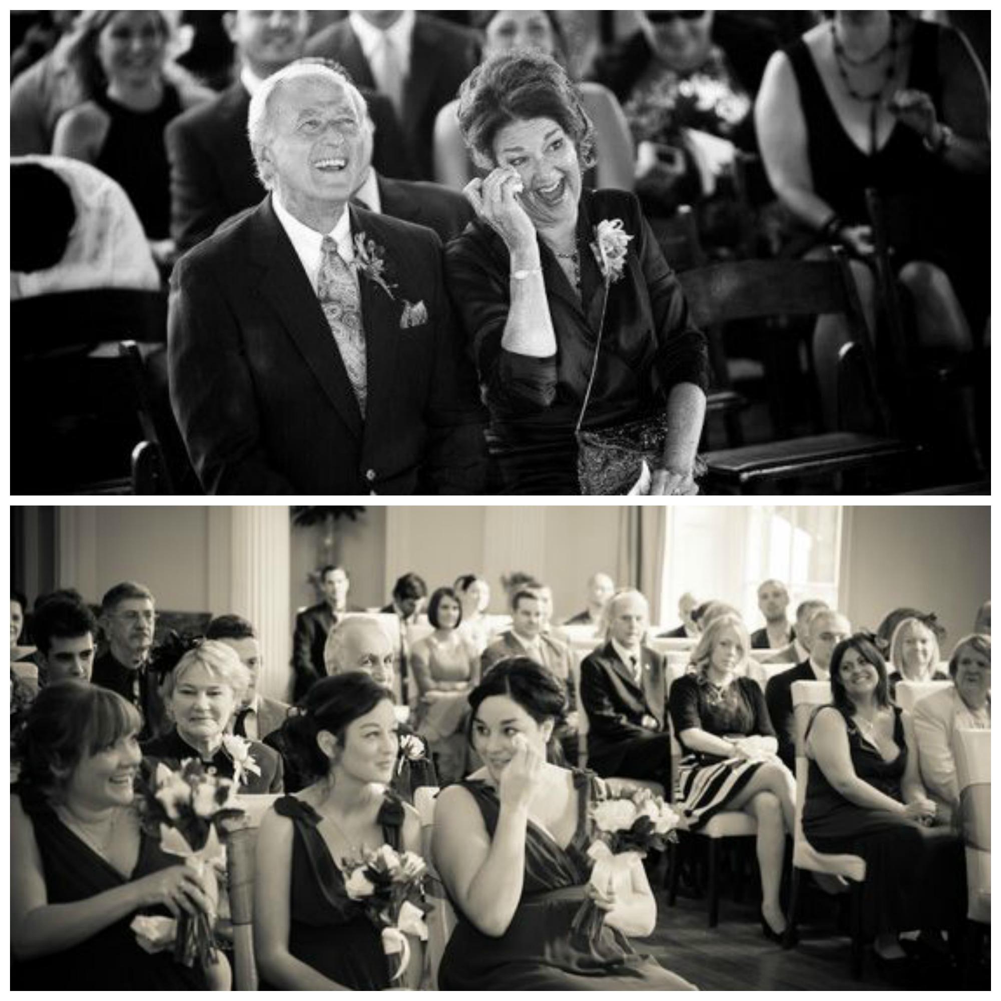Convidados do casamento emocionados