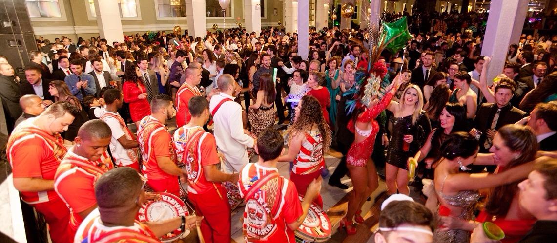Escola de samba em festa de formatura