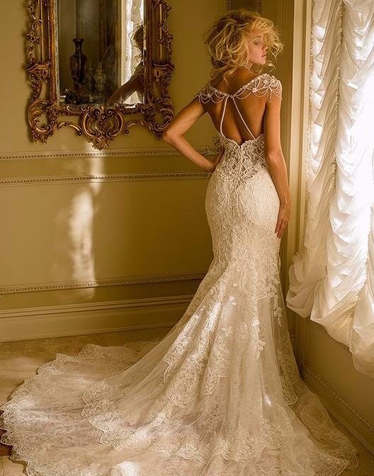 Vestido de noiva sereia com decote nas costas