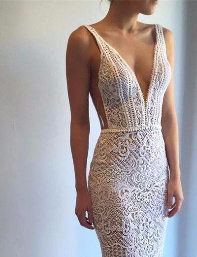 Vestido de noiva rendado com decote em V