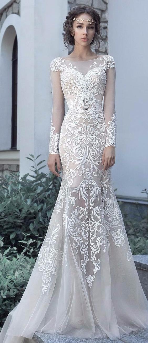 Vestido de noiva de manga comprida com transparências