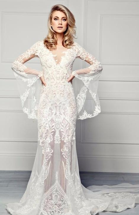 Vestido de noiva com transparência e detalhes na manga