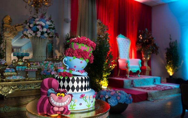 Ideias para festa de 15 anos: Alice