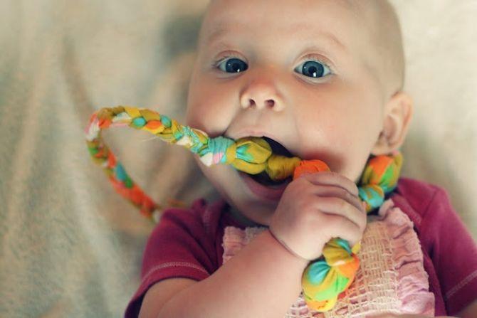 mordedor-bebe-presente