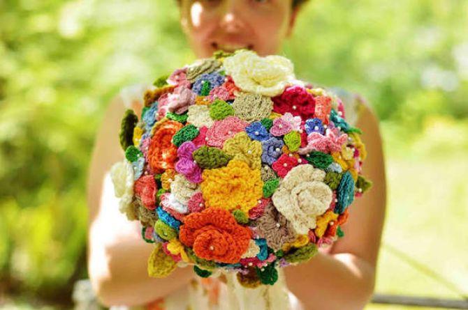buque com flores de crochê
