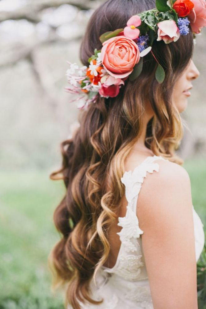 Tiara para noivas de flores mistas
