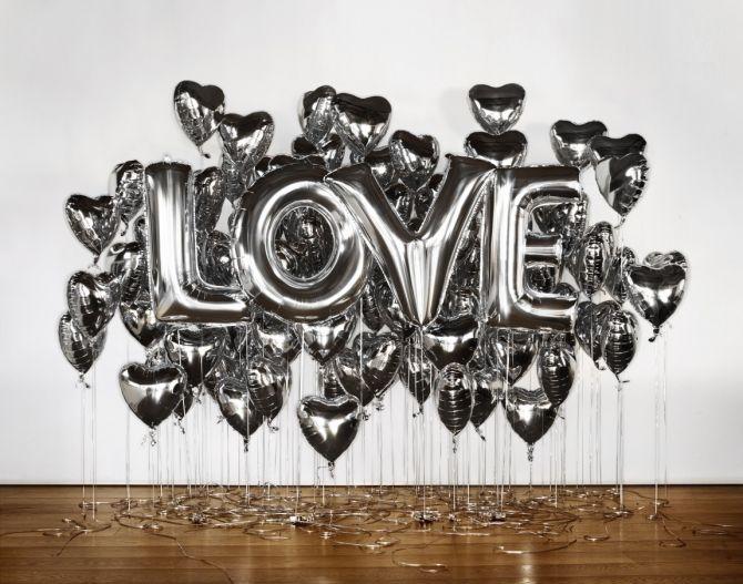 Declaração com balões metalizados