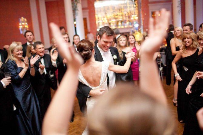 Músicas para animar a pista de dança do casamento