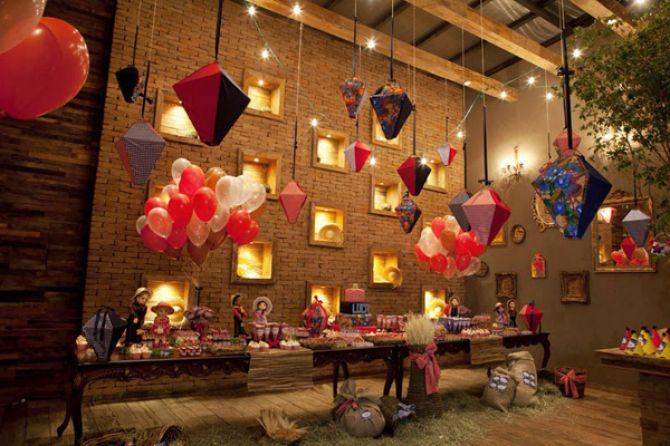 Balões na decoração de festa junina