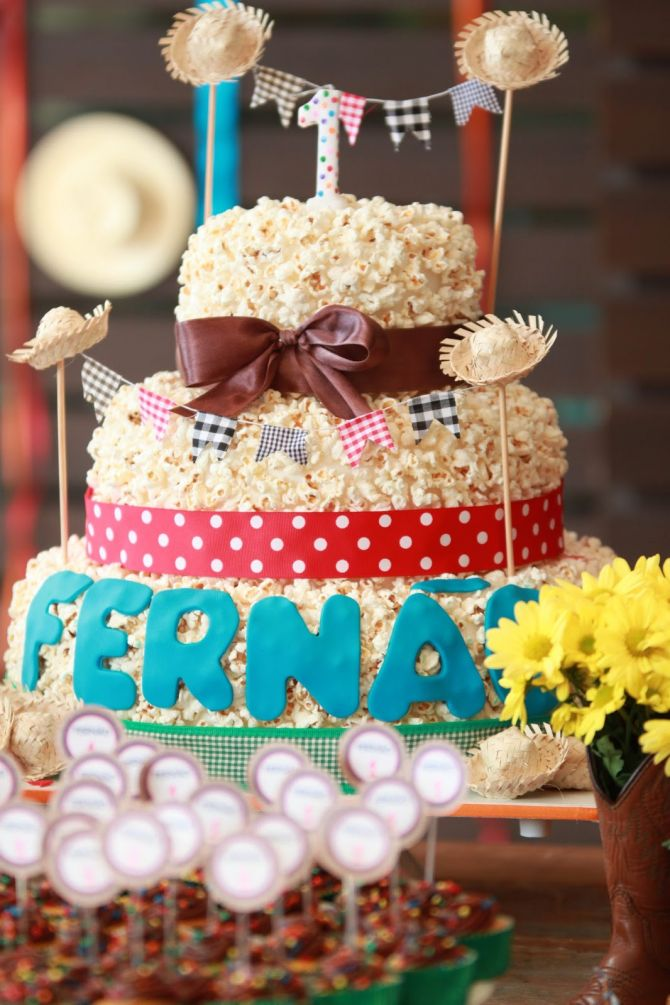 bolo de pipoca para a mesa da festa junina