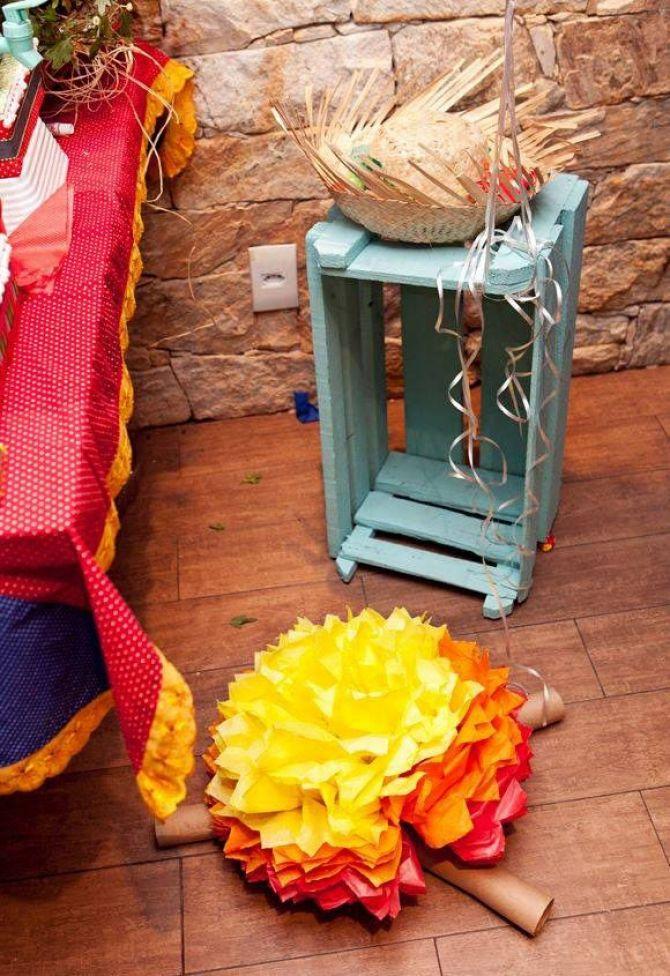 deixe a decoração da festa junina divertida com caixotes