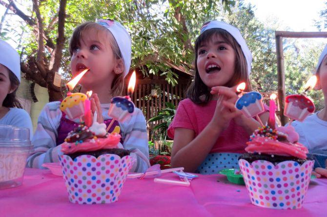 Oficinas de cupcake são opções de animação de festa infantil