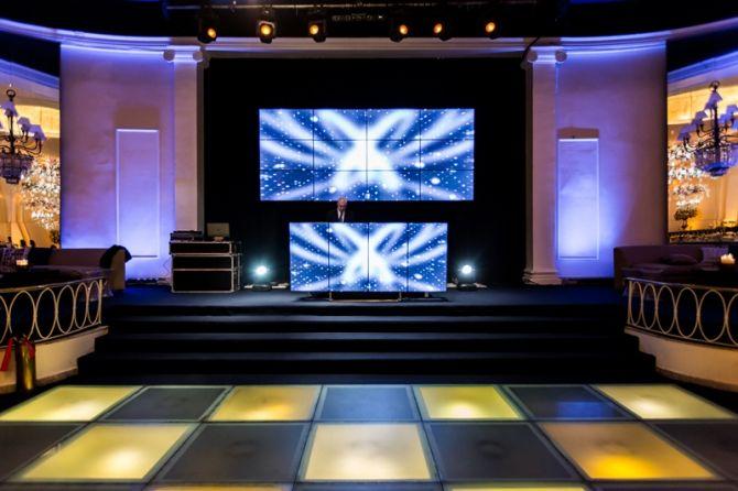 A cabine do DJ é uma opção para casamentos modernos