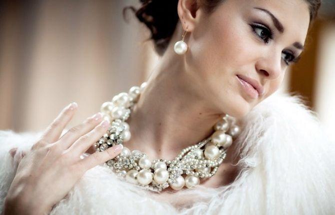 Supersticiosos acreditam que a pérola significa tristeza no casamento