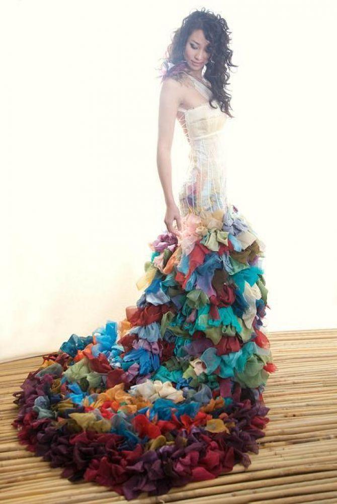 Cauda com tecidos coloridos para o vestido de noiva