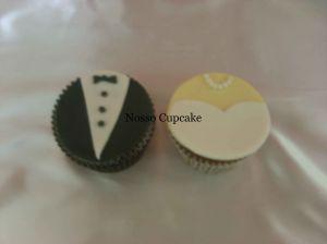 Cupcake com roupinha dos noivos