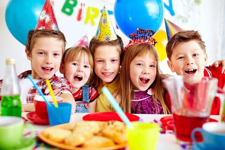 8 dicas para escolher os brinquedos infantis mais seguros para festas