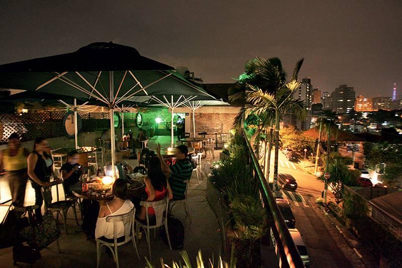 12 dicas de bares com rooftop para diversão no verão