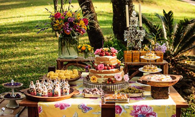 Resultado de imagem para bolo para festa ao ar livre