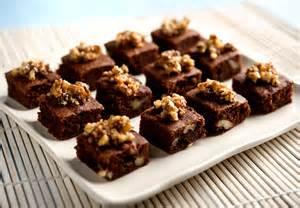 Resultado de imagem para mini brownies para festa